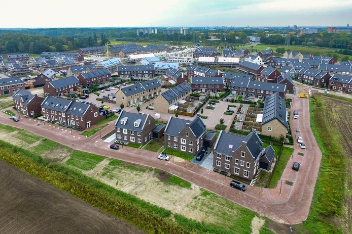 Deel van nieuwbouwwijk Steenbrugge, grenzend aan Keizerslanden in beeld. Flink wat huizen staan er al, maar een gasloze oplossing blijkt ingewikkeld.