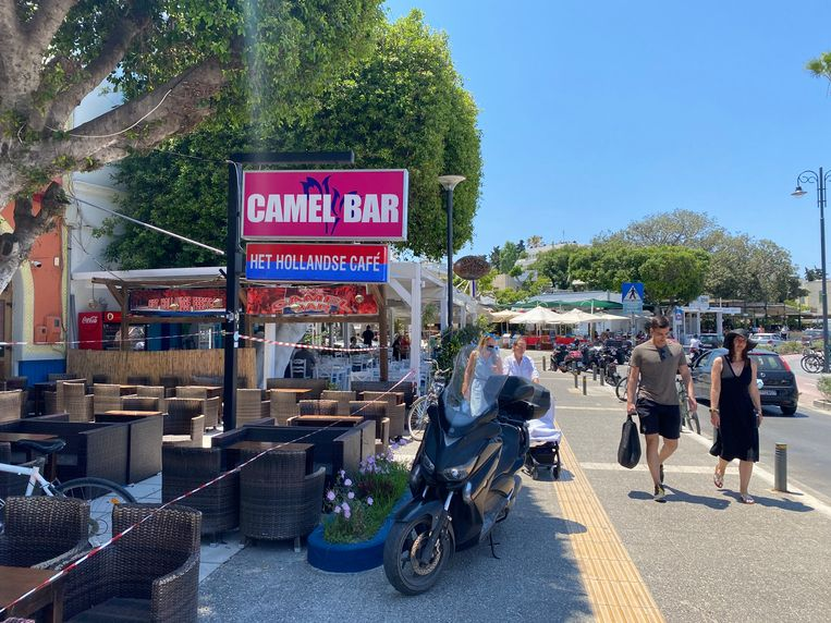 De Camel Bar op Kos is met linten afgezet. Beeld Thijs Kettenis