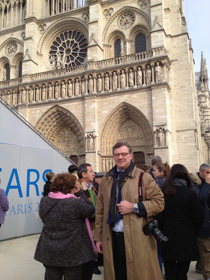 Joost Eijsbouts bij Notre Dame voor de inzegening van de Mariaklok.
