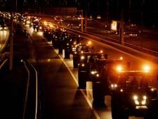 LIVE: Chaos op snelwegen door boerenprotest, Defensie blokkeert straten Den Haag met trucks