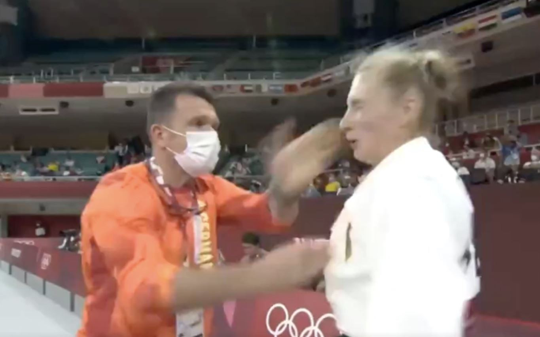 Trajdos kreeg enkele rake tikken van haar coach.