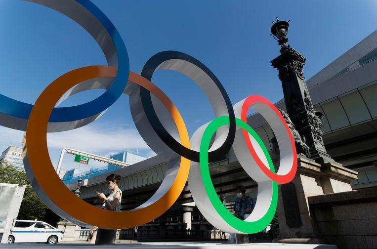 De olympische ringen nabij de Nippon Bashi-brug in Tokio. Beeld AP