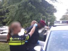 Politie betrapt auto-inbreker met buit in zijn handen