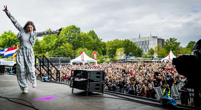 Zangeres Maan treedt in 2019 op tijdens het bevrijdingsfestival in Zwolle.  Beeld ANP