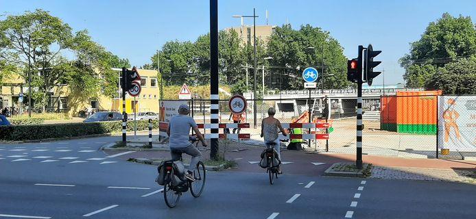 Het fietspad op de St. Ceciliastraat is afgezet voor nieuwbouw.