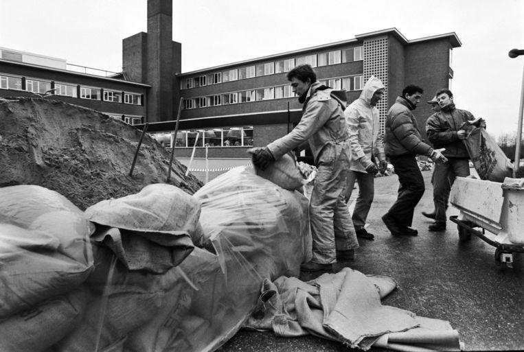 Bij de noorderburen was de ravage in 1995 nog groter en moesten 250.000 mensen geëvacueerd worden.  Beeld William Hoogteyling