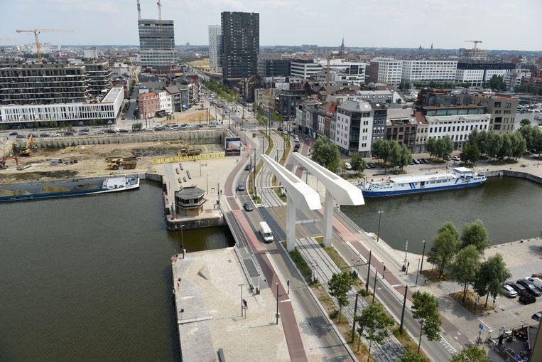 De Londenbrug op het Antwerpse Eilandje  Beeld Jan van der Perre
