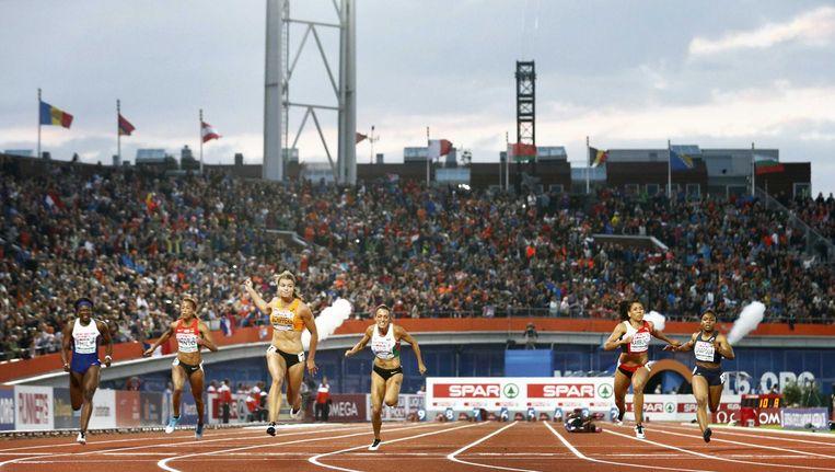 Het Olympisch Stadion tijdens het EK atletiek in 2016. Waarom moet er een schaatsbaan komen? Beeld Vincent Jannink