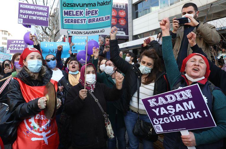 Ook in Ankara kwamen op 8 maart vrouwelijke demonstranten bijeen ter gelegenheid van Internationale Vrouwendag. Beeld AFP