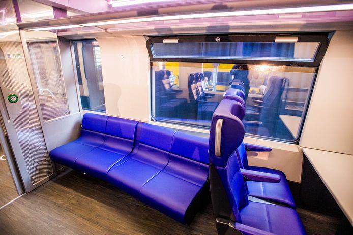 Het interieur van een schaalmodel van de Intercity Nieuwe Generatie, tijdens de onthulling van de NS.