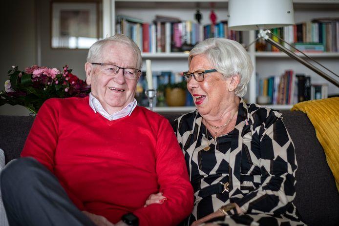 """Wim en Jet uit Oldenzaal zijn 60 jaar getrouwd. """"Veel is afgelopen, maar we hebben het nog steeds heel fijn samen."""""""