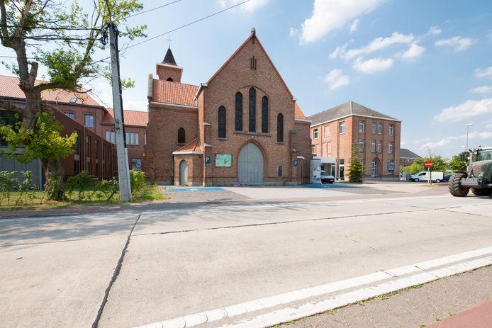 De kerk aan de Berlaarbaan tussen het commisariaat en Hagelstein wordt een schoolgebouw.