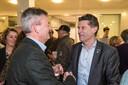 Rien Wijdeven (links) en Peter van Boekel, leiders van Lokaal en CDA, feliciteren elkaar in 2018 op de avond van de verkiezingsdag.
