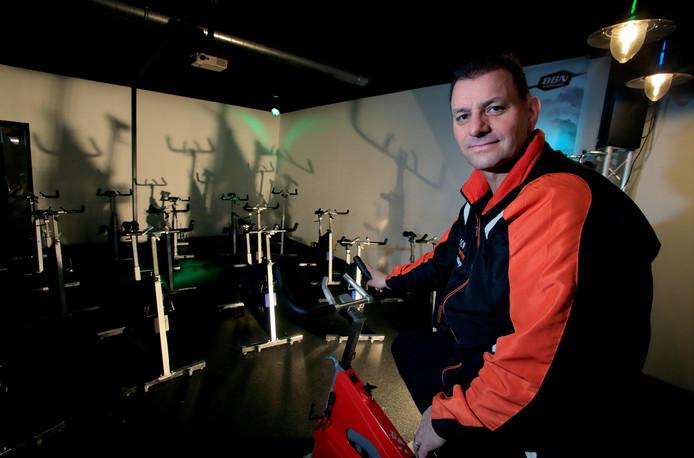 Stef Smits in zijn sportschool. De Roparundag morgen is belangrijker dan ooit.