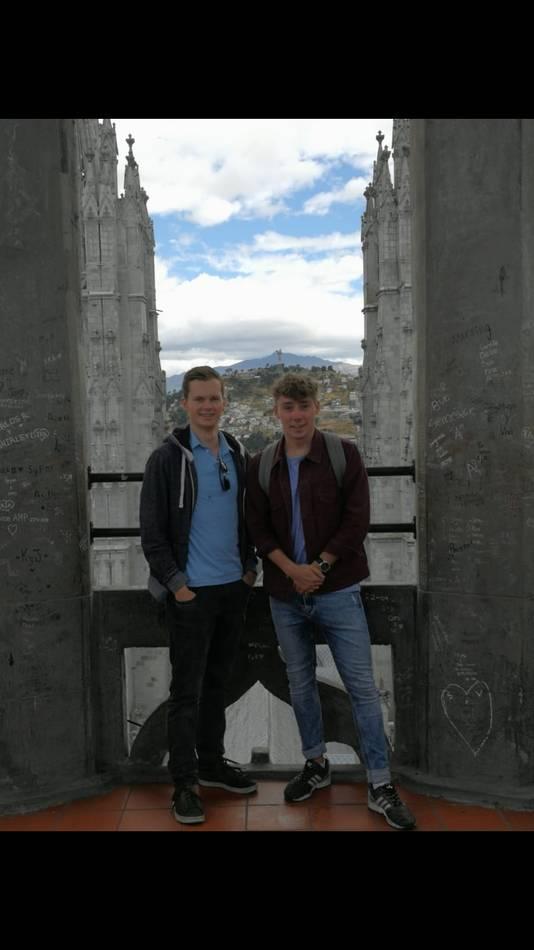 De Bredase studenten Jelle Duijm (rechts) en Michiel van Wijk in Ecuador.