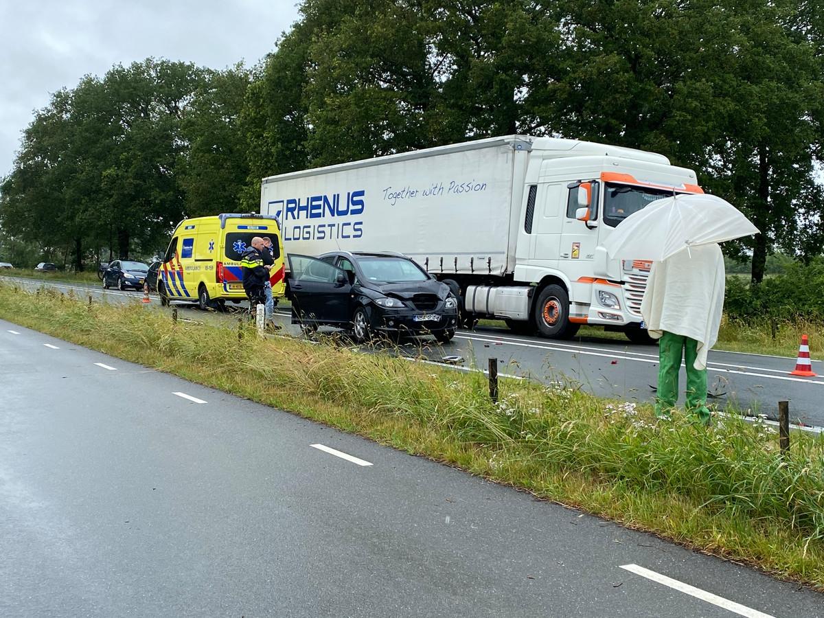 Drie voertuigen botsten tegen elkaar op de N35 bij Haarle.