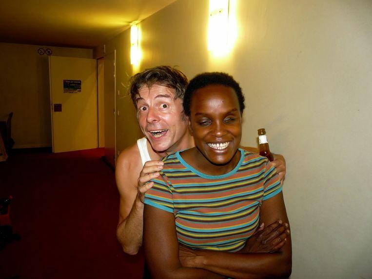 In 2009 neemt Kamagurka Lefever mee op tournee, ze speelt in zijn voorprogramma. Beeld RV