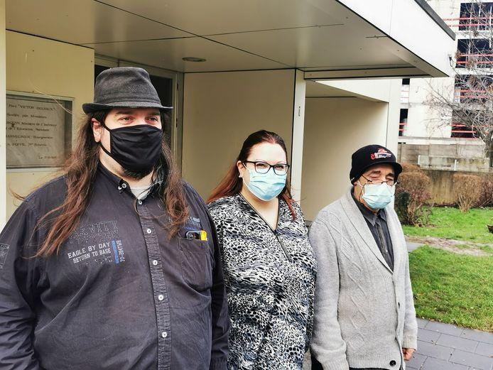 De gauche à droite: Jean-Michel, Sandra et Maurice devant le local de leur ASBL C-Prévu à Montignies-sur-Sambre (Charleroi)