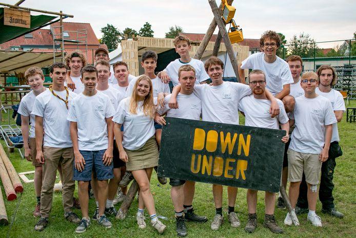 De scoutsgroep Sint-Kristoffel is volop bezig met de opbouw van het terrein voor hun eerste feestje na corona.