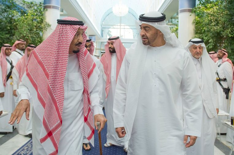 Rechts sheikh Mohammed bin Zayed Al Nahyan, de kroonprins van Abu Dhabi. Beeld AP