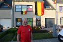 Bruno Moens liet de ramen van zijn woning beschilderen door een leerling op school.
