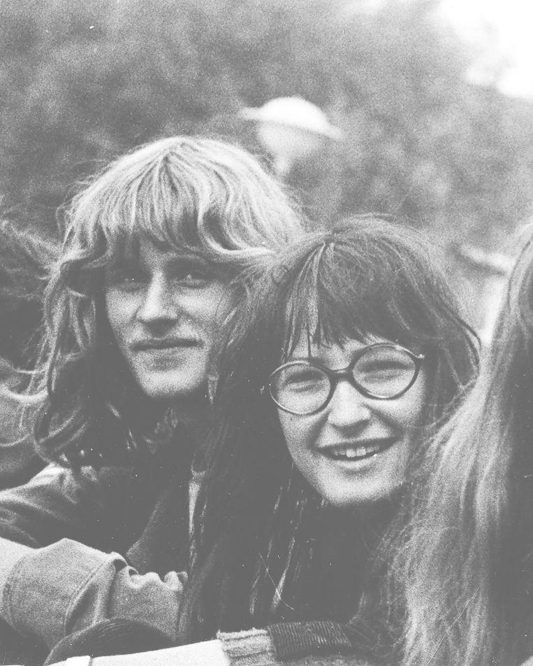 Herman Koch en Wanda Reisel op het Spinoza Lyceum Amsterdam in 1970, respectievelijk 17 en 15 jaar.  Beeld RV