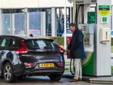 Rookpluimen achter benzineauto's door 'menselijk foutje' bij BP