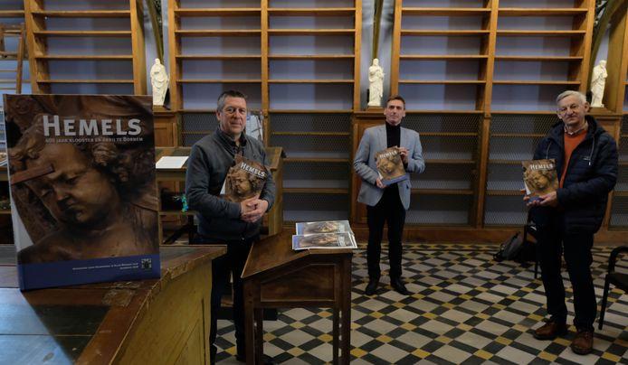 De Vereniging voor Heemkunde in Klein-Brabant stelde in de gerestaureerde bibliotheek van de Sint-Bernardusabdij in Bornem haar jaarboek 'Hemels… 400 jaar klooster en abdij in Bornem' voor.
