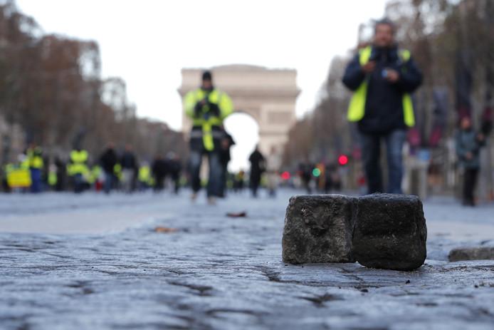 Losliggende stenen op de  Champs Elysees