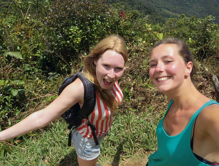 Kris Kremers (links) en Lisanne Froon. © Uit boek Verloren in de jungle Beeld