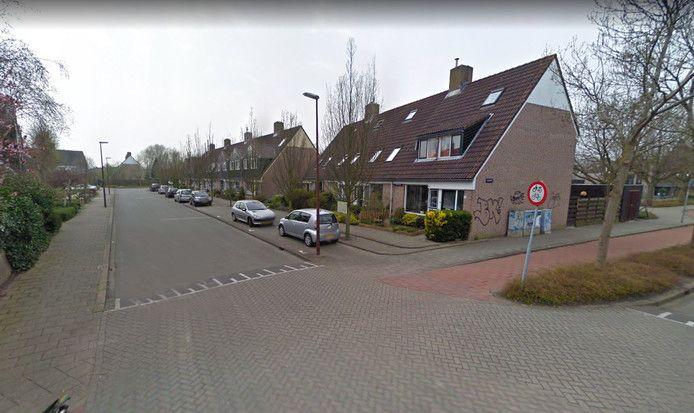 In de Priemstraat in Alkmaar schoot de politie de 48-jarige vrouw neer.