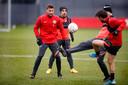 Hidde ter Avest (l) in actie tijdens een training van FC Utrecht, deze week.
