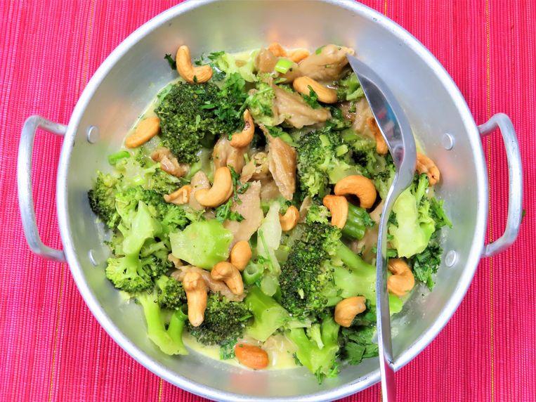 Curry met kip en broccoli. Beeld Loethe Olthuis
