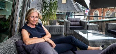 Burgemeester van Zutphen gaat op dakterras van stadhuis in gesprek met burgers: 'Dit is een beetje mijn Zomergasten'