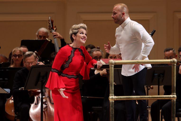 Mezzosopraan Joyce DiDonato met dirigent Yannick  Nézet-Séguin die voor Winterreise achter de vleugel is gekropen. Beeld Getty Images