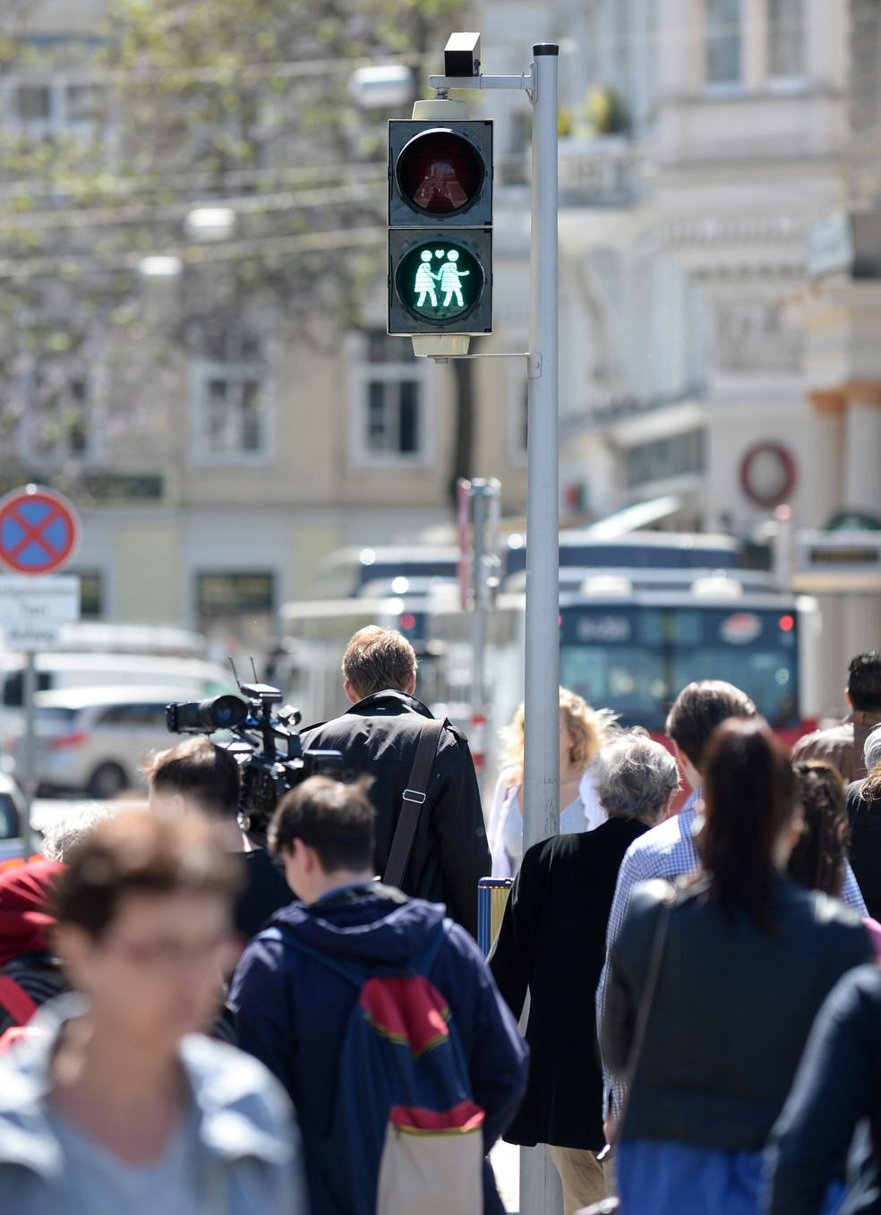 Foto van Wenen verwelkomt Eurovisiesongfestival met holebivriendelijke verkeerslichten