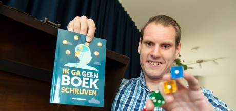 Jeffrey uit Etten-Leur schrijft boek over leven met autisme: 'Mijn passie goochelen heeft mij geholpen'