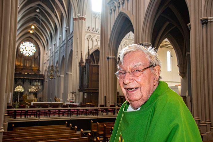 Jan van Noorwegen, pastoor van de Heuvelse kerk, viert zijn 60-jarig priesterjubileum.
