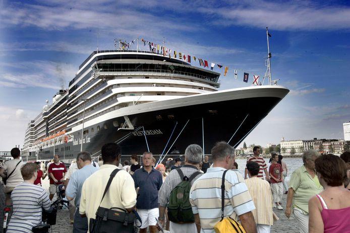 Het cruiseschip De Westerdam, hier in de haven van Rotterdam