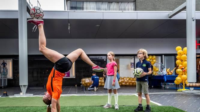 Winkelcentrum WoensXL viert gouden jubileum met optredens en ballonnen