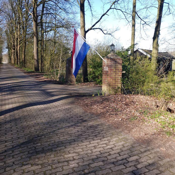 Een bevrijdingsvlag in Woold.