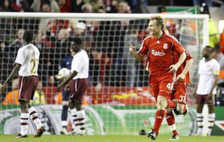 Hyypia bracht Liverpool tegen de gang van het spel in terug in de wedstrijd. Beeld UNKNOWN