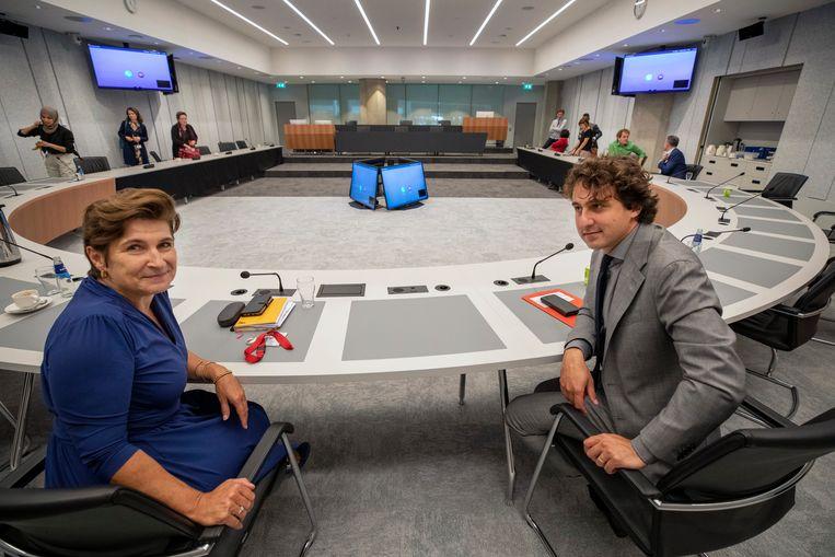 Fracties van GroenLinks en PvdA vergaderen voor het eerst gezamenlijk op deze eerste dag in de tijdelijke huisvesting van de Tweede Kamer, in de Thorbeckezaal.  Lilianne Ploumen (PvdA) en Jesse Klaver (GroenLinks) willen de linkse samenwerking zo verder vormgeven. Tijdens het debat over de formatie voerden de fracties daarentegen als vanouds ieder apart het woord. Beeld Werry Crone