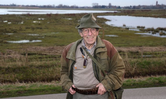 Marc Dierick, gewezen huisarts en gepassioneerd jager uit Westdorpe, aan de rand van een natuurgebied langs het Kanaal Gent-Terneuzen bij Westdorpe.