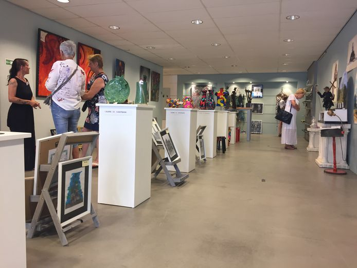 Meteen na de heropening van De Kunstbank was er al veel aanloop.