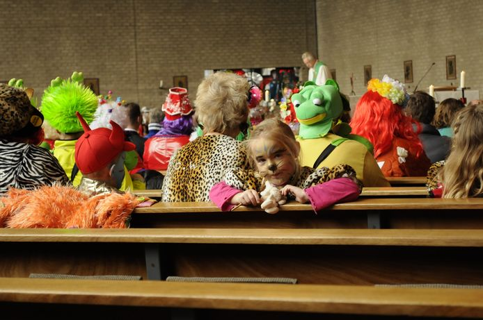 Zondagochtend vond in de kerk in Holtenbroek de carnavalsmis plaats. Foto: Annika Haverkort