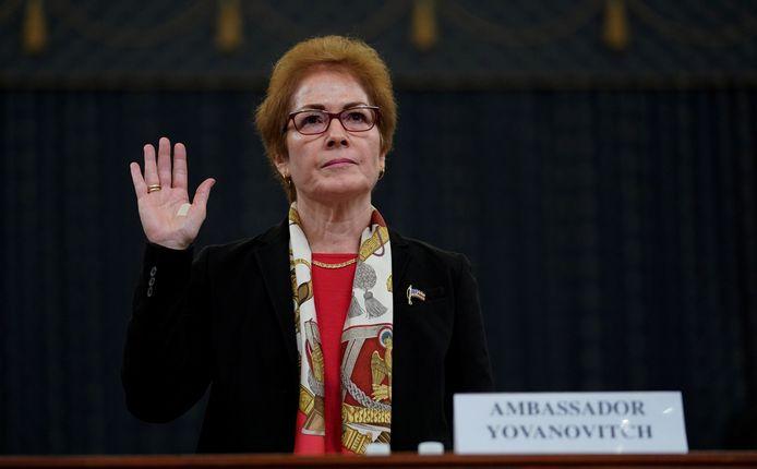 Marie Yovanovitch bij de eedaflegging voor haar getuigenis.