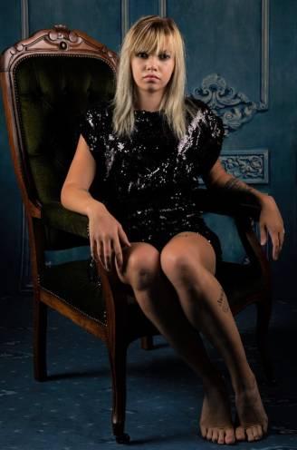 """Alleenstaande mama Emanuele (27) is finaliste bij Queen of the Models: """"Ik verloor al zoontje en Blayne werd doof geboren, maar ik probeer positief te blijven"""""""