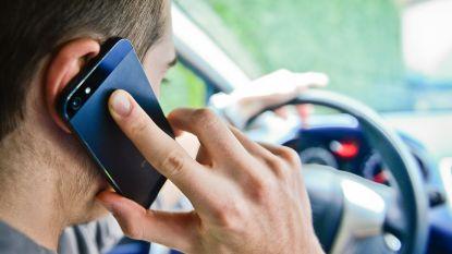 Politie controleert deze maand extra op bellen achter het stuur en gordeldracht
