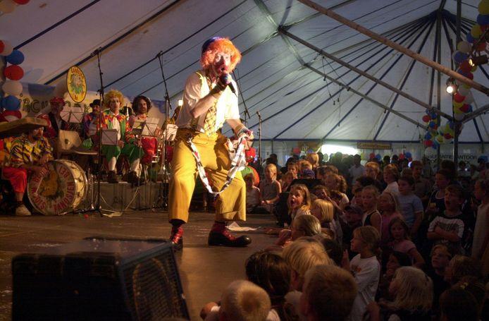 Optreden van clown Taco in een bomvolle tent van circus 't Sàààsss in Sas van Gent, archieffoto.